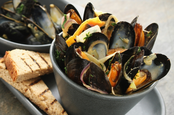 Curried Mussels, Sweet Potato, Leeks & Grilled Rye